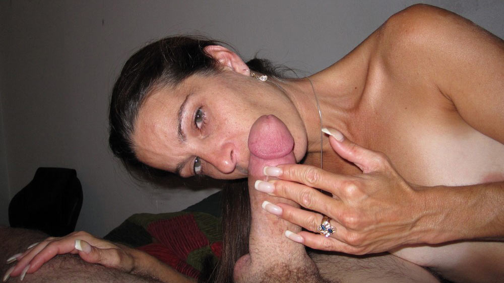 Classy MILF with perfect fingernails gives head
