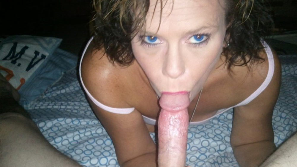 Sexy mature with blue eyes gives a great blowjob