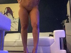 Slutty MILF housewife sent us lots of nude selfies
