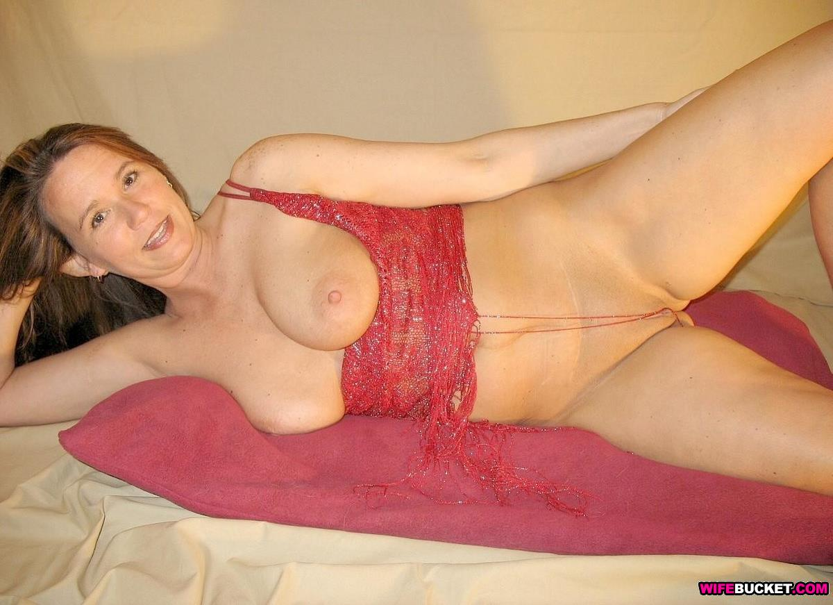 red bra in amateur Gorgeous wife a