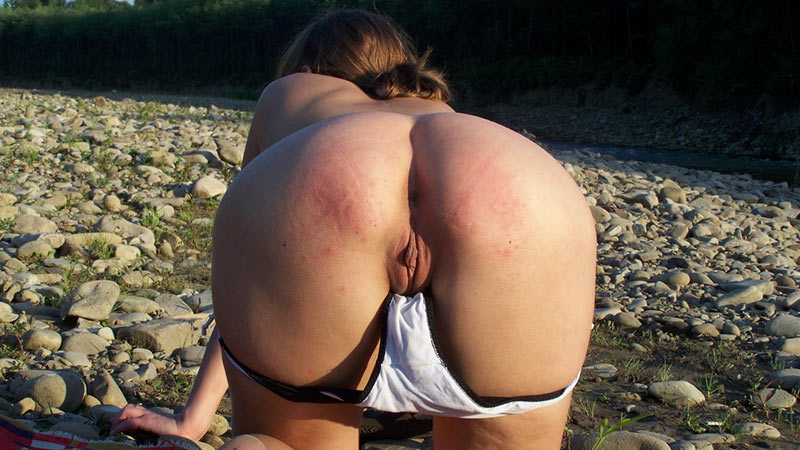 Horny MILF strips naked on the beach