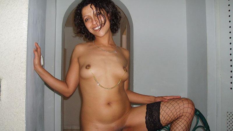 Slutty Arab MILF likes her nipples clamped
