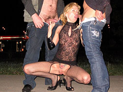 Outdoor double blowjobs from cucks wife