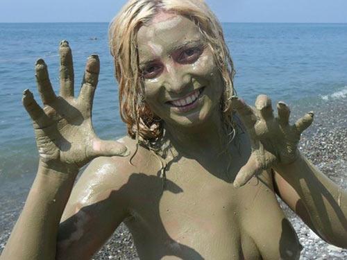 Naked teenage girl playing with herself