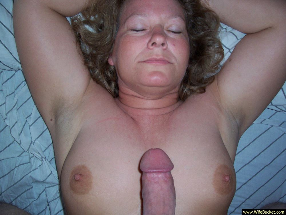 Chubby mature getting face fucked
