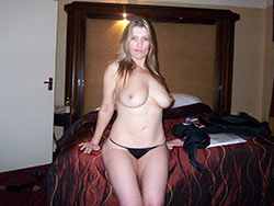 Nude selfies from a real amateur MILF