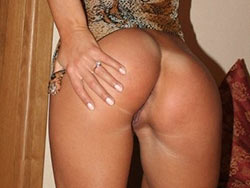 Hot nudes of an amateur wife with a fit body