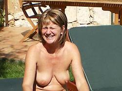 Mature wife outdoor sex pics