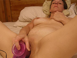 Amateur wife dildo sex pics
