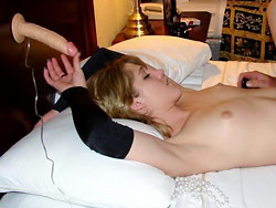 Cuckolders wife fucked by a stranger