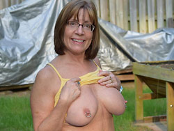 Older wife flashing her tits outdoor