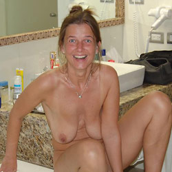 Homemade sex photos with a real amateur MILF