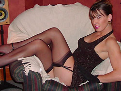 Hot nudes of a classy MILF wife