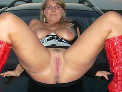Amateur wife naked in car