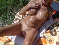 Public sex pics from an older amateur wife