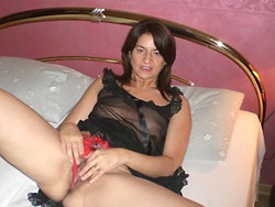 Homemade blowjob pics from a mature wife
