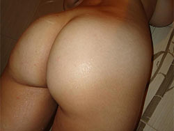 Nude sexting pics from a hot MILF