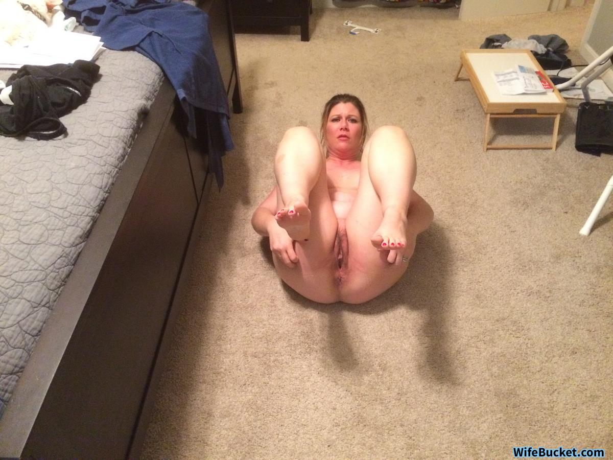 Amateur MILF home nudes