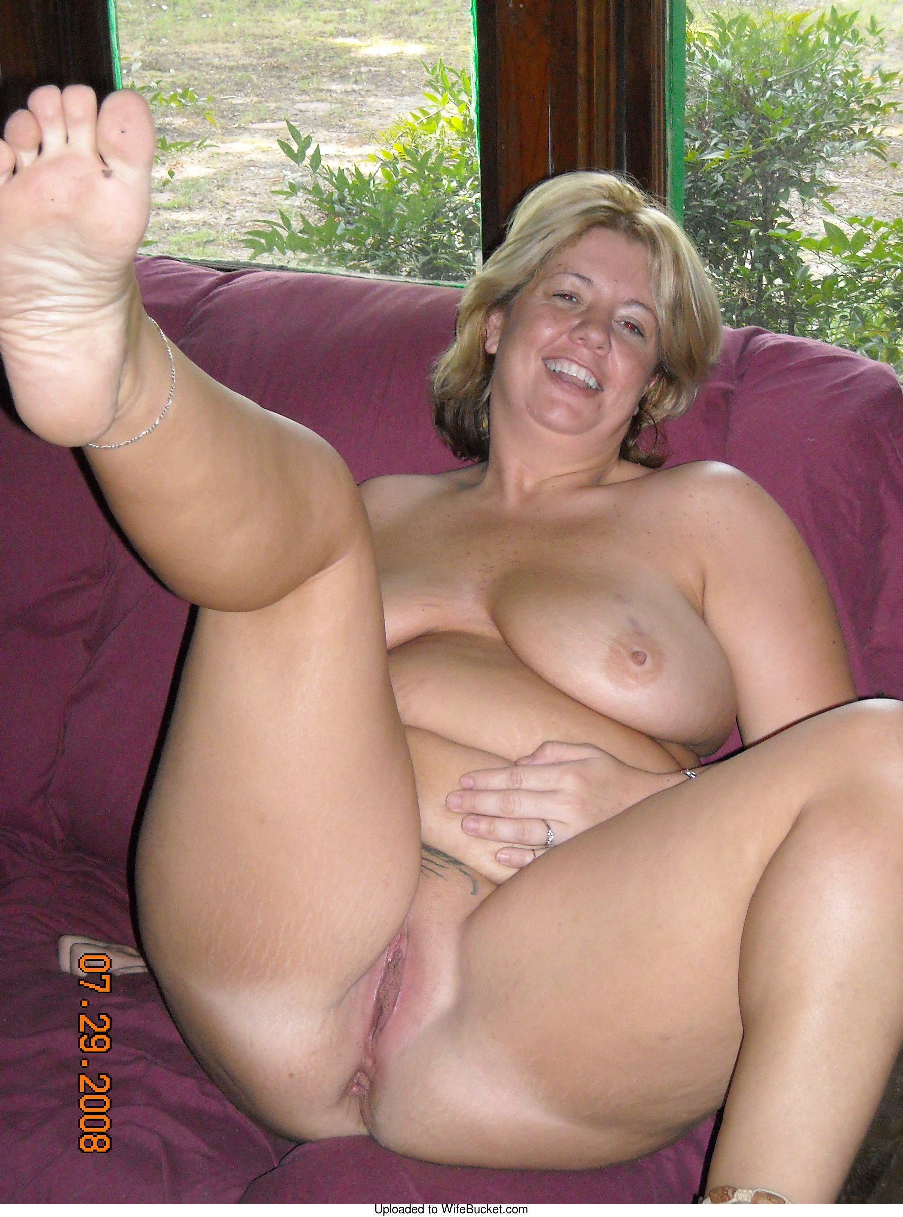 naked mature wife