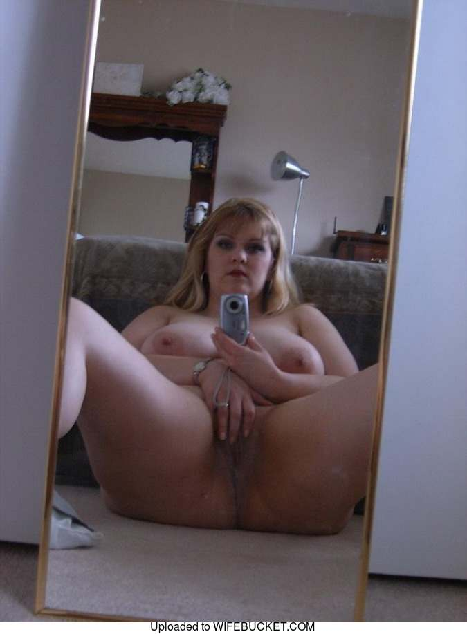wide nude amateur mirror
