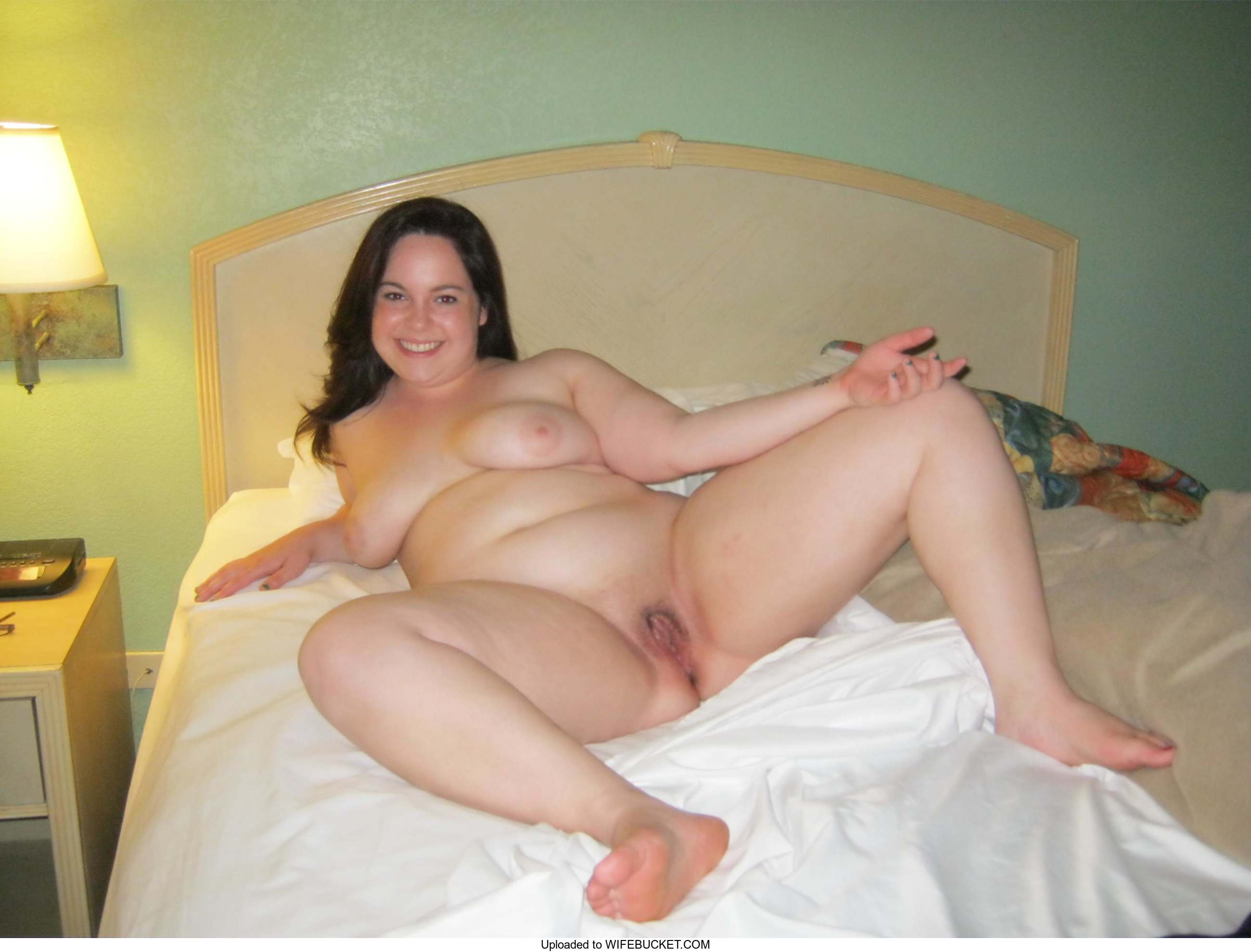 39 User-Uploaded Photos Of Real Wives Naked  Wifebucket -7435