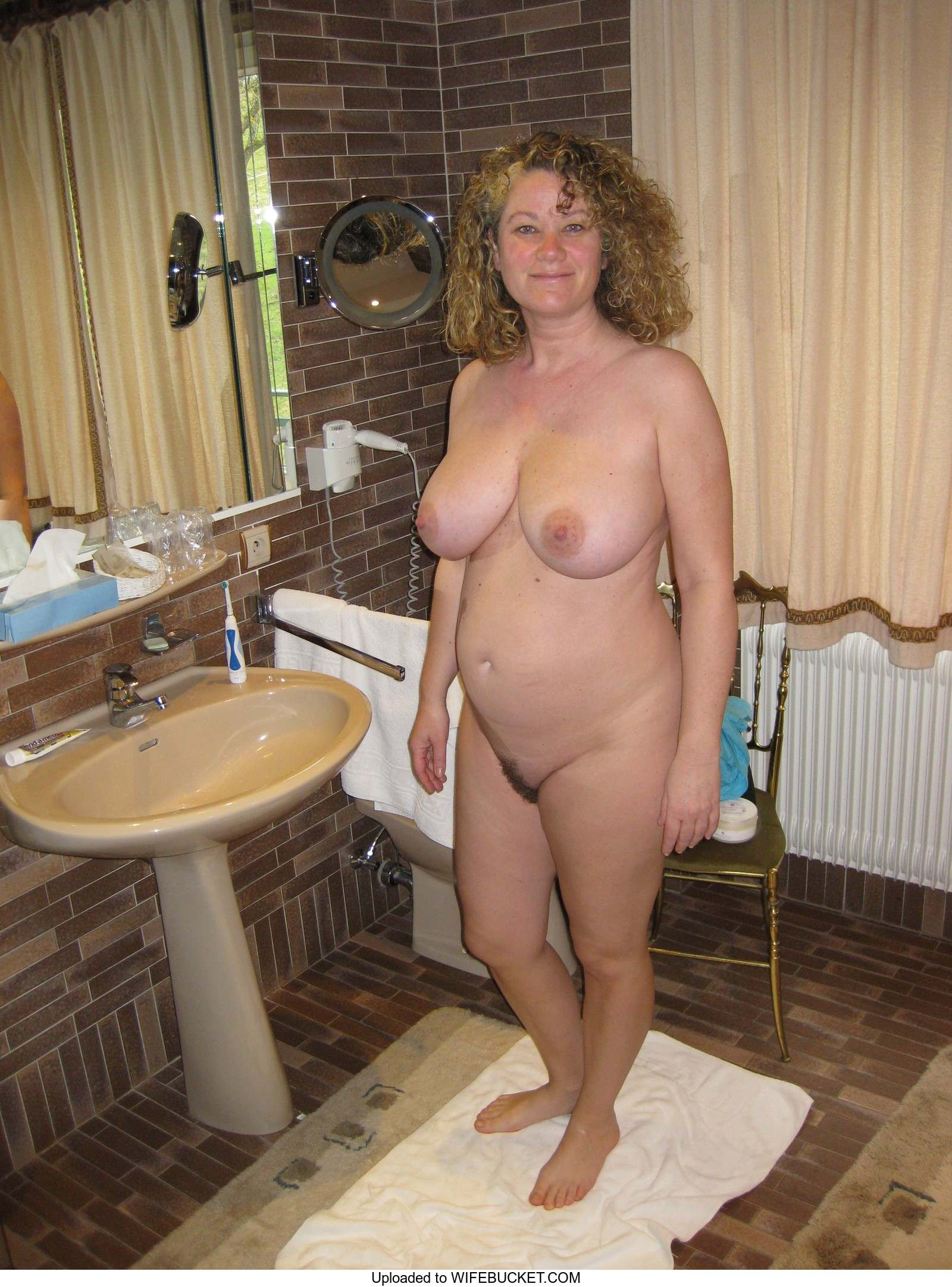 Nude housewife images