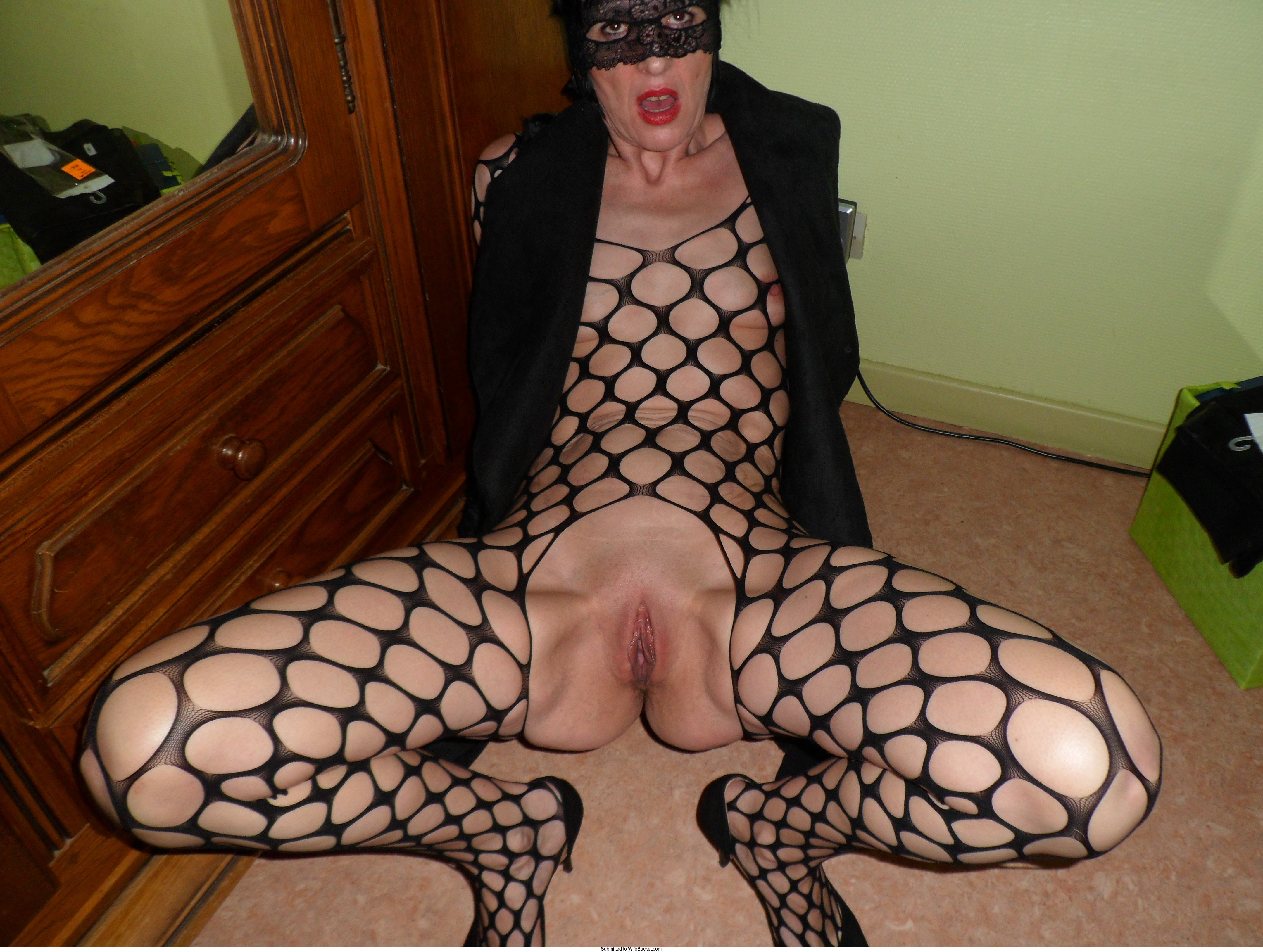 12 Milf Pussy Pictures Uploaded By Members  Wifebucket -6900