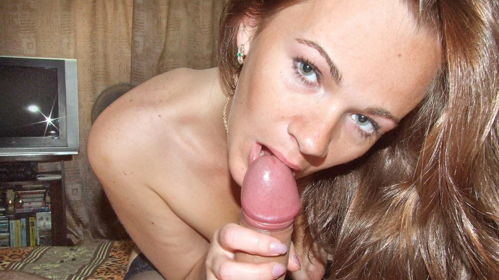 Amateur milf gives great head