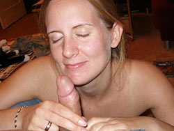 Oral sex pics of a real amateur wife
