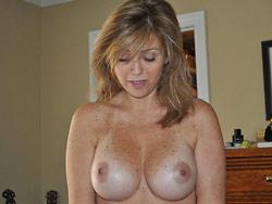 WifeBucket Pics | Nude amateur MILF
