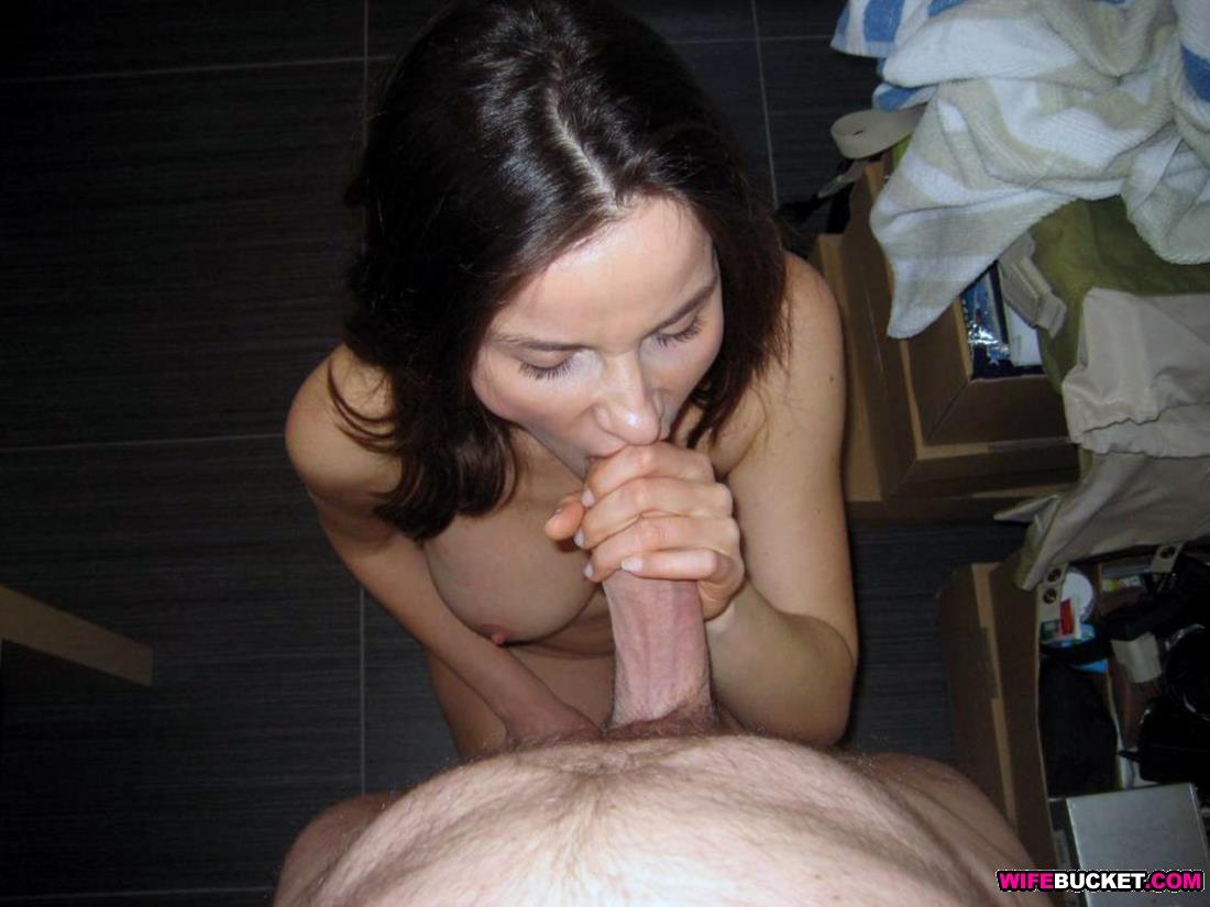 Hot MILF oral sex pics