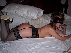WifeBucket Pics | Rich wife looks sexy in lingerie