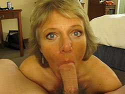 WifeBucket Pics | Mature wife gives a great blowjob