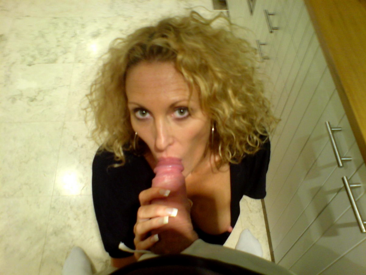Hot blowjobs from a bigtit MILF wife