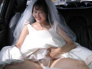 This slightly-chubby Asian bride got the first sex in wedlock right in the limo