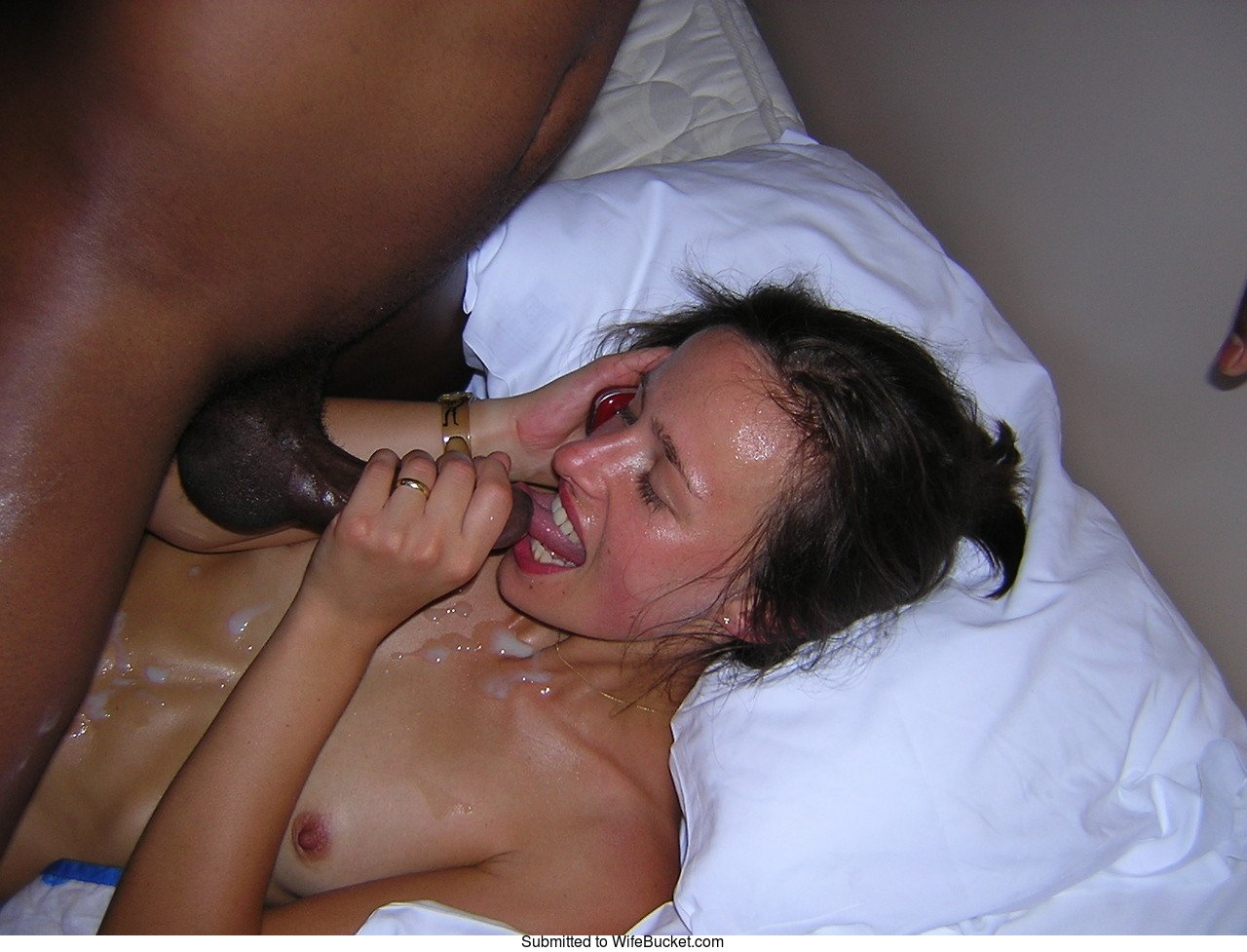 Amateur wife fucks her first black cock