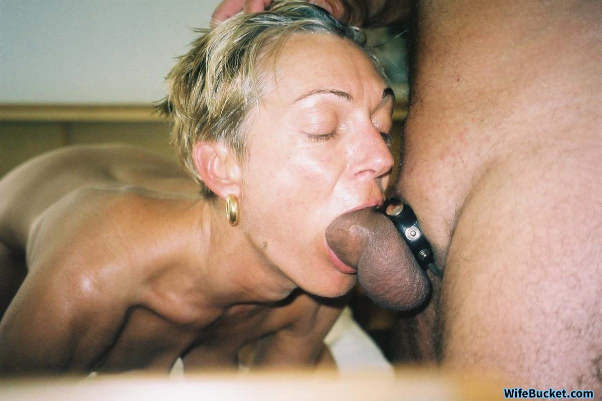 Deepthroat blowjob from real MILF