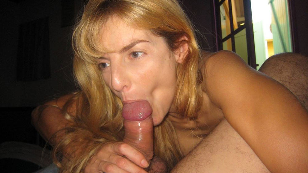 Older wife gives a blowjob with great suction