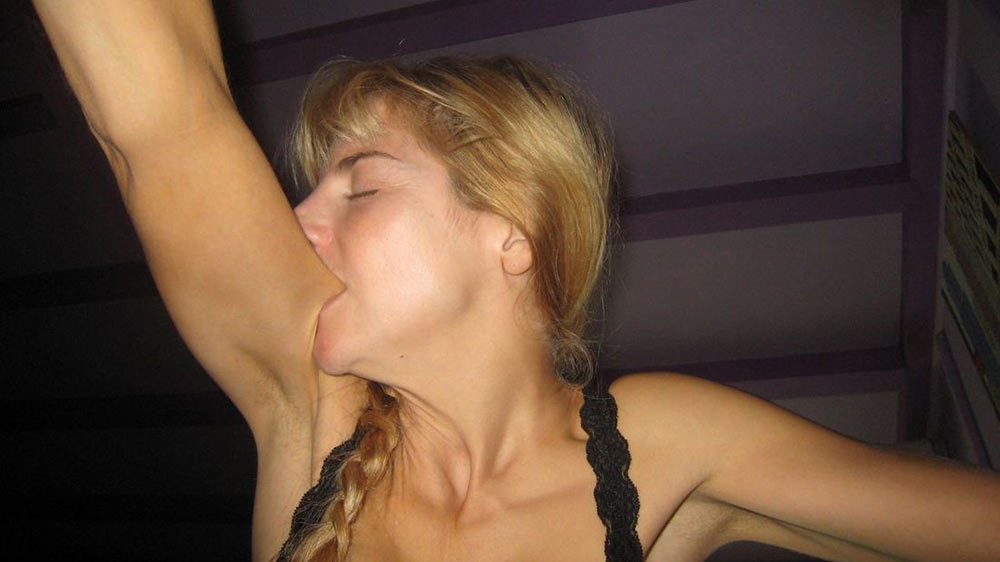 WifeBucket Pics | Her orgasm made her leave bitemarks on the arm