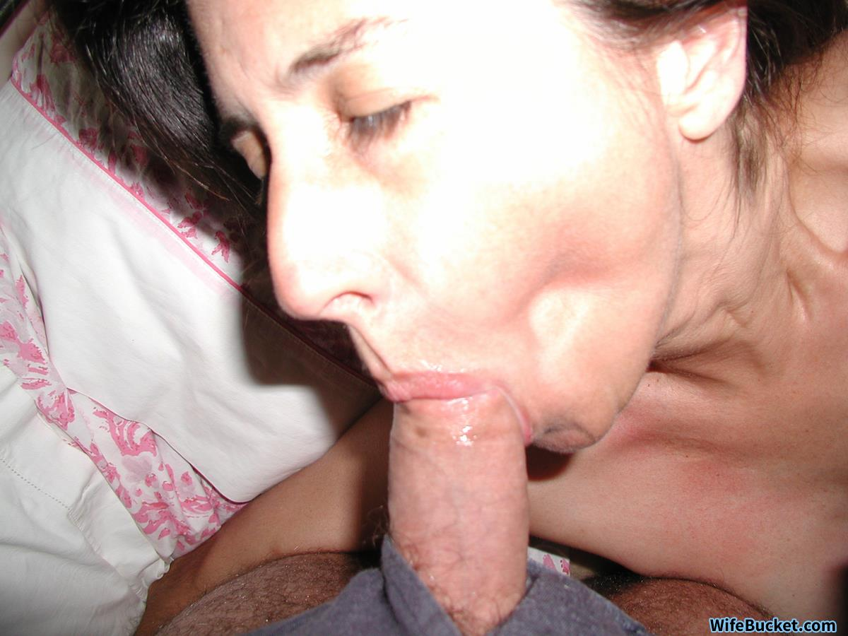 WifeBucket Pics | Blowjobs from real wife over 40