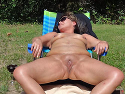 WifeBucket Pics   Naked MILF pictures