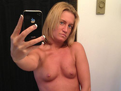 MILF selfies and sexting pictures