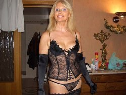 Mature wife dressed like a hooker