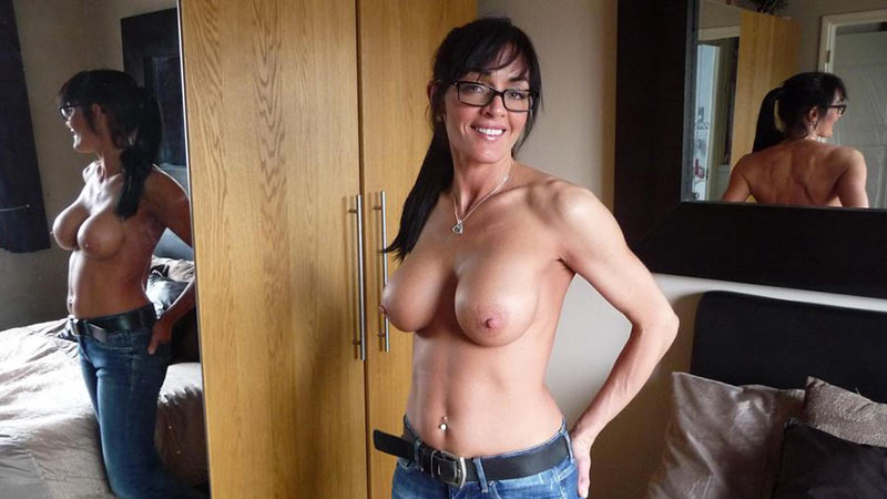 WifeBucket Pics | Hot brunette MILF and her fake expensive boobs