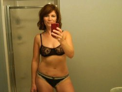 Naked selfies from a real mature housewife
