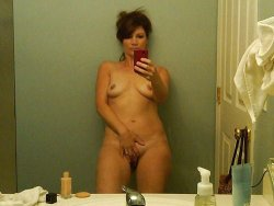 WifeBucket Pics | Older housewife sends nude selfies to her husband