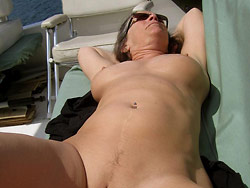 WifeBucket Pics | Naked pics of a real amateur MILF