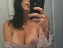 MILF selfies and sexting pics