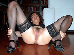 WifeBucket Pics | Nude pics of an older cheating wife
