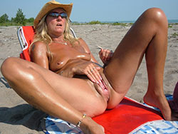 WifeBucket Pics | Mature wife public masturbation